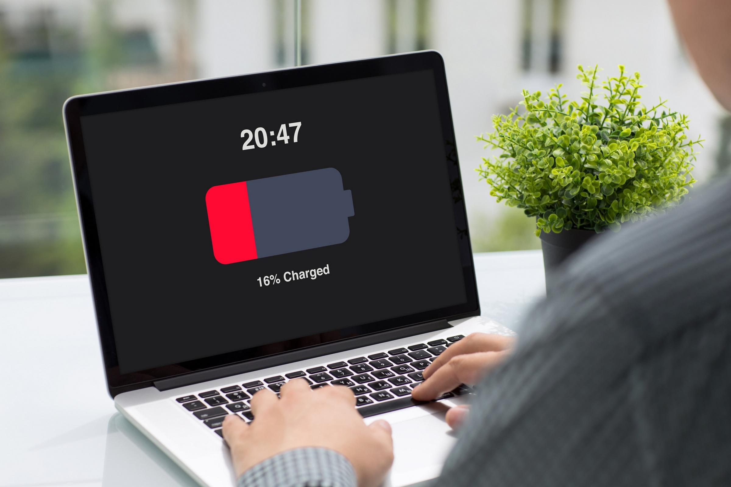 Comprueba la salud de la batería de tu portátil en Windows 10 para ver si necesitas comprar otra o solo recalibrarla